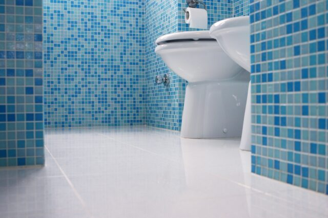 blauwe tegels badkamer