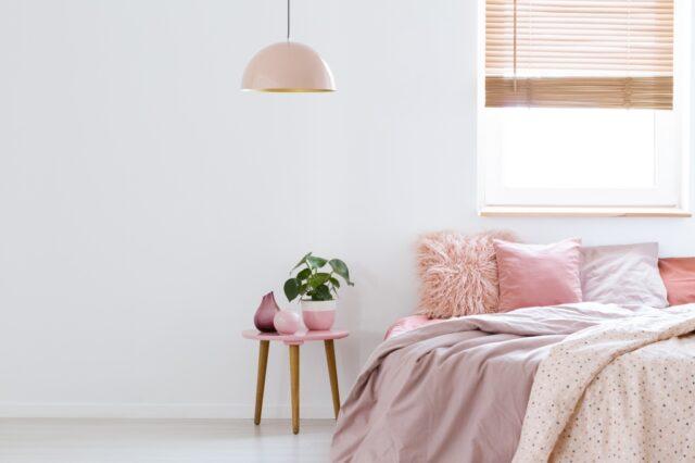 roze in slaapkamer