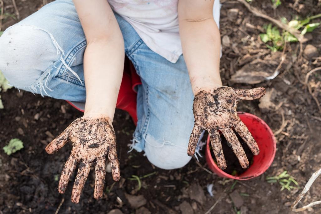 vieze handen schoonmaken